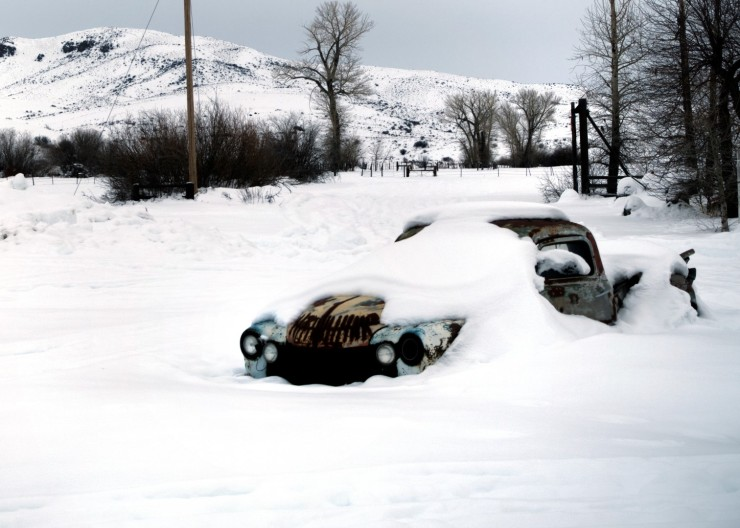 Car in snow (Large)