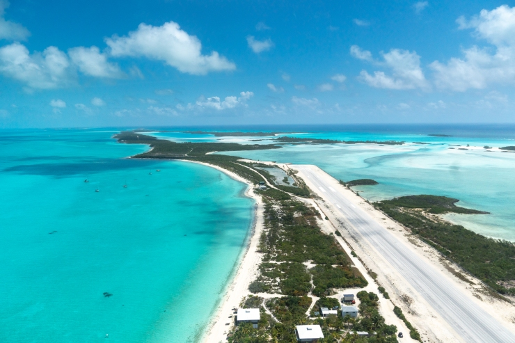 Norman's Cay Plane Wreck – West Coast Flying Adventures